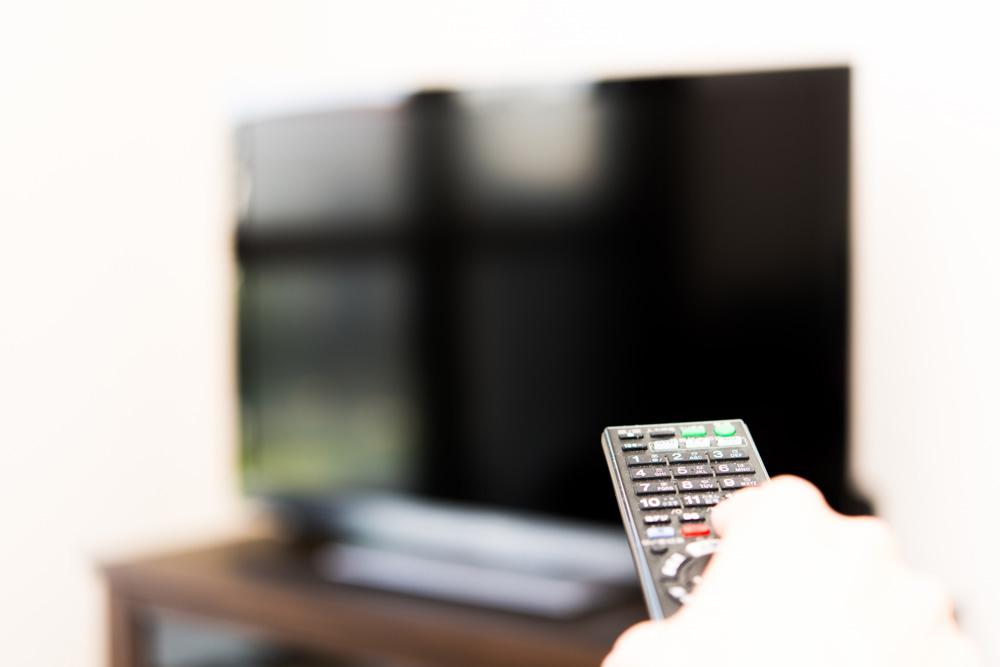 上京後の一人暮らしで寂しさを紛らわす方法(テレビを見る)