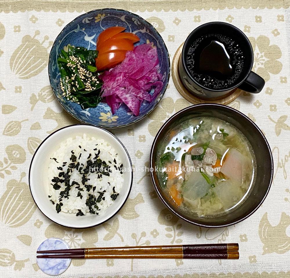 らでぃっしゅぼーやの野菜を使った料理(豚汁と赤大根サラダ)