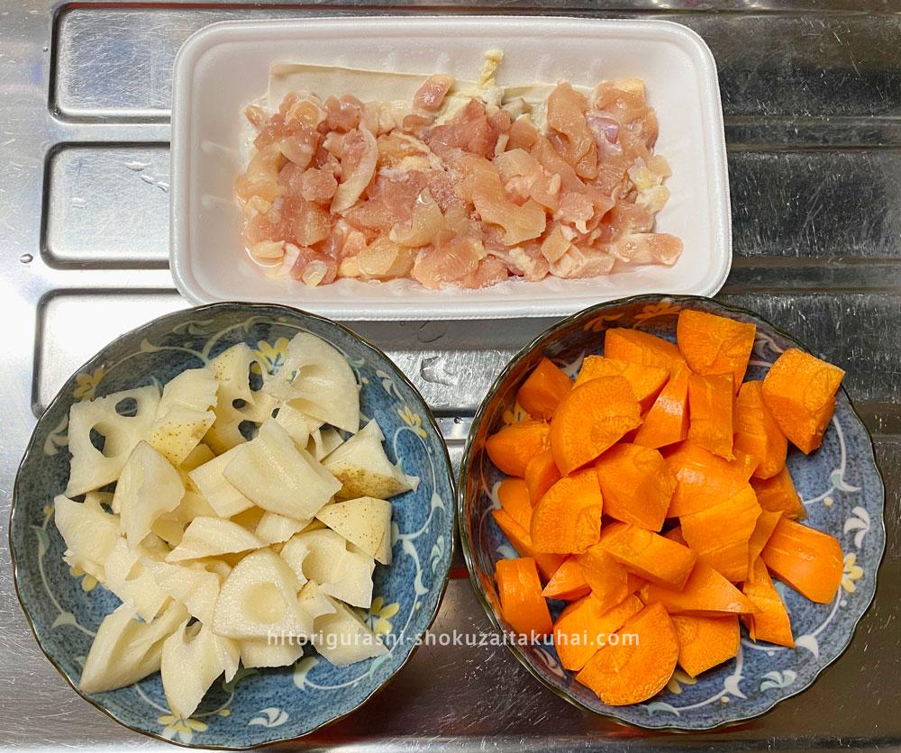 らでぃっしゅぼーやの野菜で料理を作る(れんこんを切る)